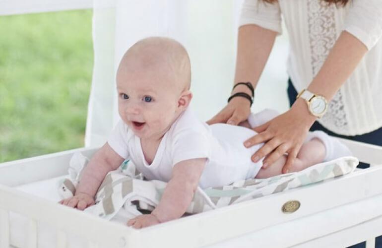 Столик для пеленания с ванночкой – лучший помощник для родителей