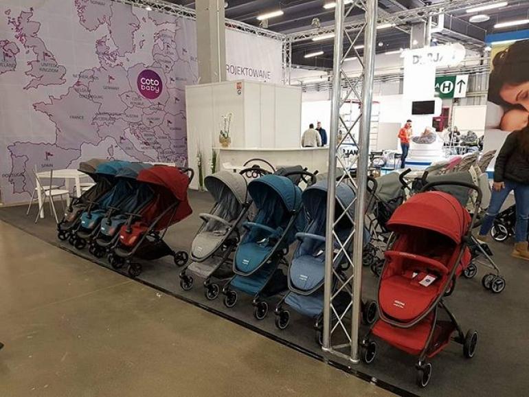 Современная и компактная детская коляска от Coto Baby